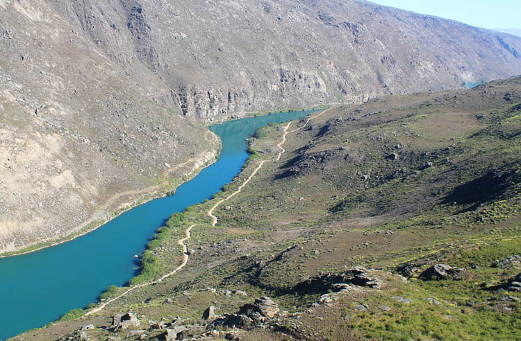 The Butchers Dam and Flat Top Hill hike -- Roxburgh Gorge from above