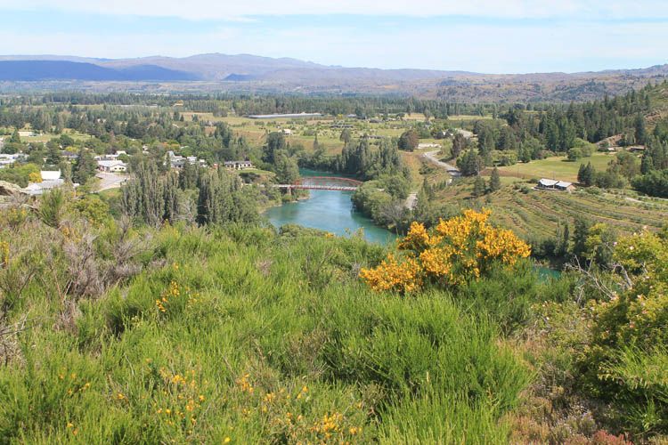 Clyde travel guide, Central Otago, New Zealand -- Clyde Lookout