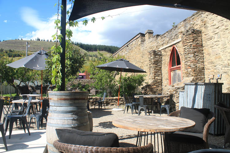 Clyde travel guide, Central Otago, New Zealand -- Olivers Restaurant