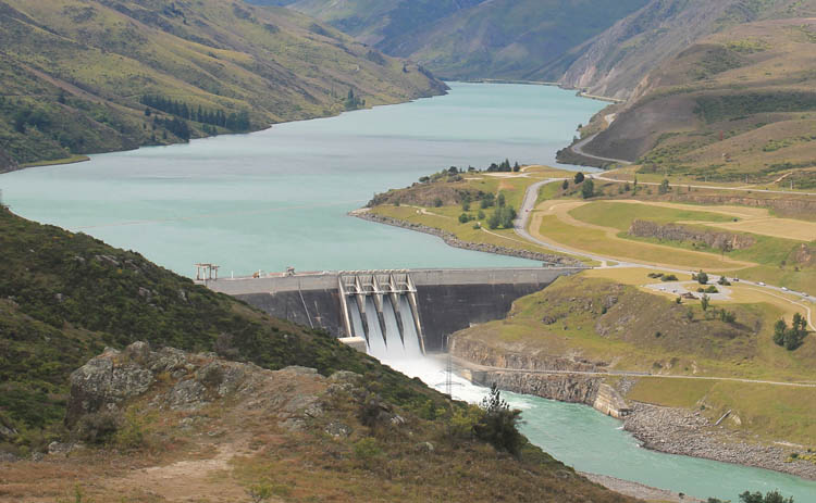 Clyde travel guide, Central Otago, New Zealand -- Clyde Dam