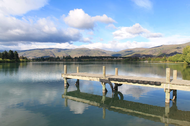 Cromwell travel guide, New Zealand: A pier at Lake Dunstan