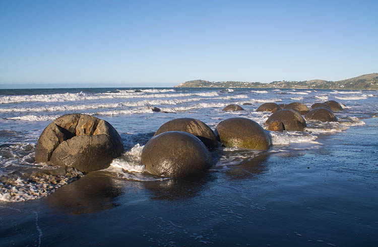 The best things to do in Moeraki, New Zealand -- the Moeraki Boulders