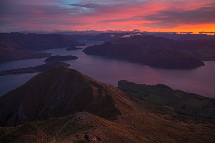 Sunrise over Lake Wanaka from the Roys Peak track, New Zealand