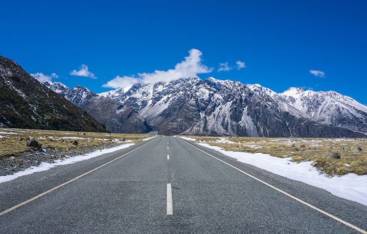 Beautiful views on the road to Mount Cook, New Zealand