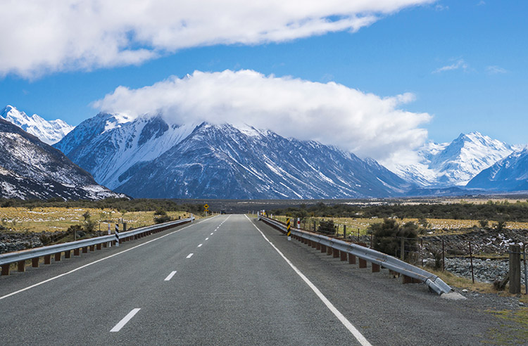The scenic road to Mount Cook, New Zealand