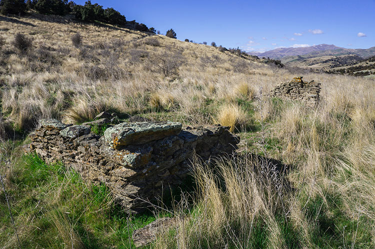Stone ruins in Logantown, Bendigo, New Zealand