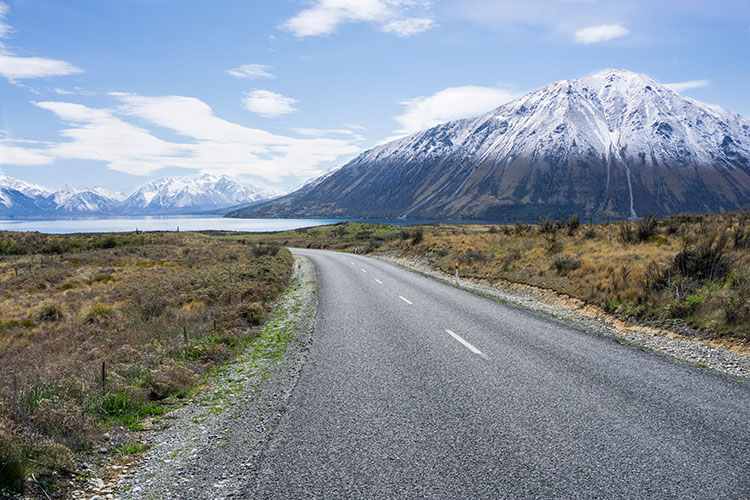 The scenic road to Lake Ohau