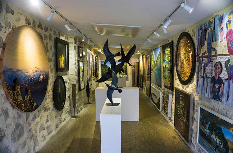 Things to do in Queenstown, New Zealand -- explore art galleries